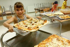 Cuinant les pizzes al casal 2